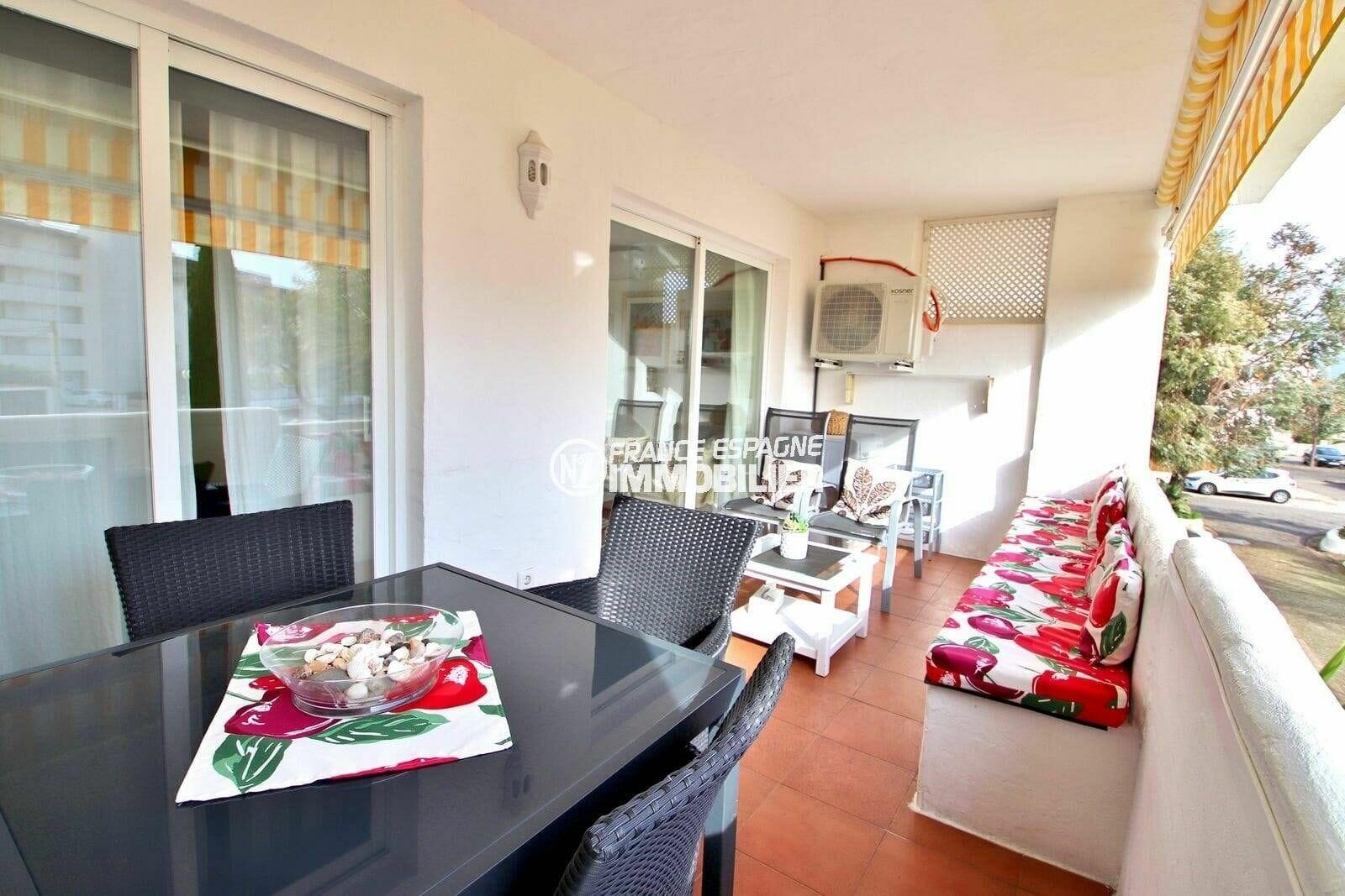 agence immo rosas: appartement ref.3873, séjour avec accès grande terrasse