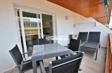 immo roses: studio en dernier étage, belle terrasse petite vue mer / canal | ref.3874