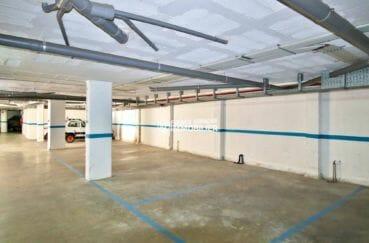 parking souterrain roses, 12 m² proche commerces et plage