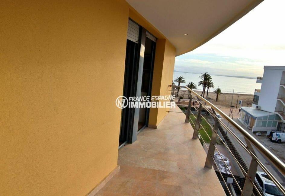 agence immobiliere roses espagne: terrasse vue mer de l'appartement ref.3869
