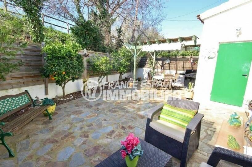 maison a vendre empuria brava, jardin avec terrasse couverte et coin bbq