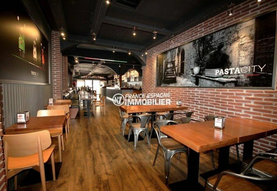 immobilier espagne costa brava: vend bar restaurant, salle de 160 m² - 80 couverts à l'intérieur