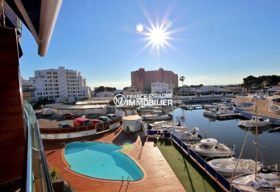 appartements a vendre a rosas, ref.3868, vue sur piscine et le canal depuis la terrasse