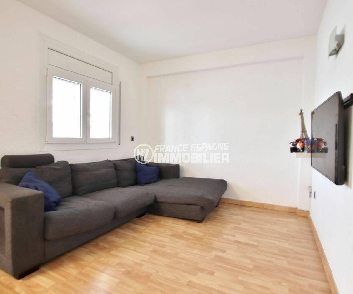 maison a vendre empuriabrava, séjour lumineux avec accès terrasse | ref.3879