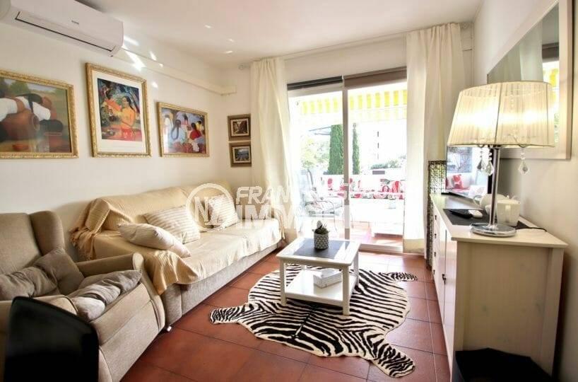 appartement ref.3873: séjour avec accès terrasse
