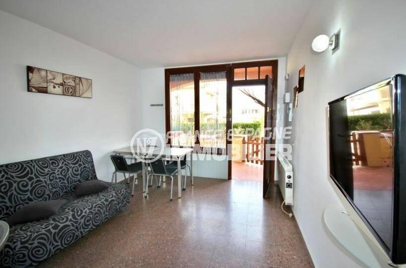 empuriabrava immobilier: appartement ref.3856, séjour donnant sur terrasse vue mer latérale