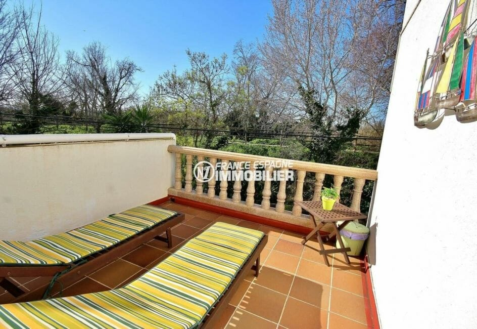 immo espagne costa brava: villa dans secteur prisé d'empuriabrava avec terrasse solarium