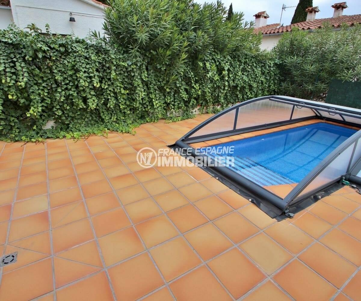 agence immo empuriabrava: villa référence 3878, avec piscine couverte 7 x 2.5 m