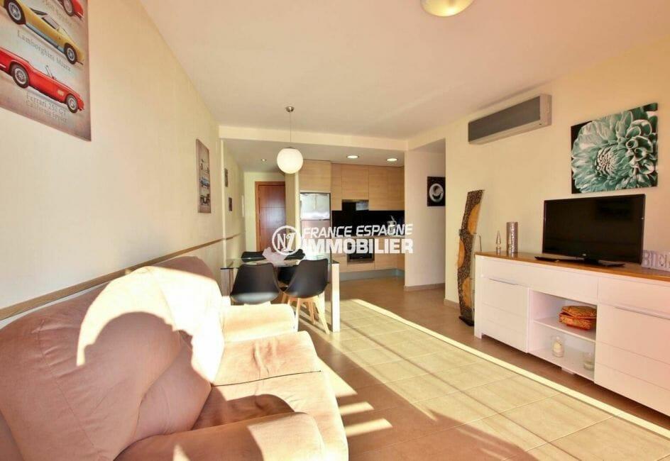 immo roses espagne: appartement ref.3867, séjour / salle à manger avec cuisine ouverte