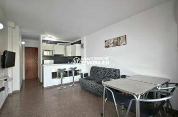 appartement a empuriabrava, ref.3856, grand séjour / salle à manger avec cuisine américaine au fond