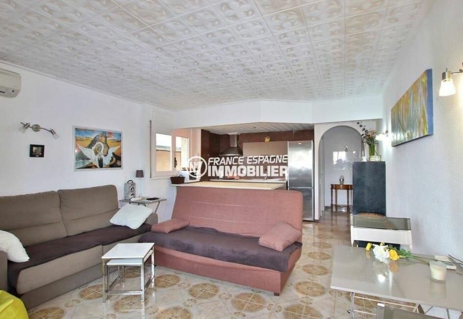agence empuriabrava: vaste séjour de l'appartement ref.3877, de 108 m² construit