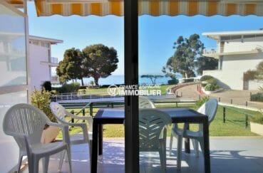 immo espagne costa brava: appartement 2 chambres avec séjour accès terrasse et jardin privé