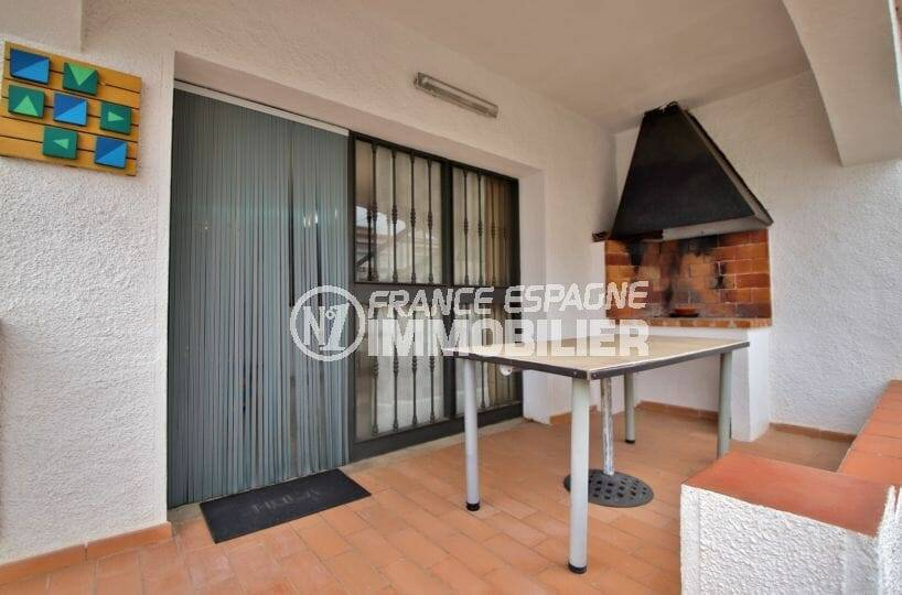 agence immobiliere empuriabrava: villa 109 m² construit, terrasse couverte avec barbecue