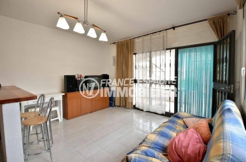 agence immobilière empuriabrava: maison individuelle, salon avec accès terrasse