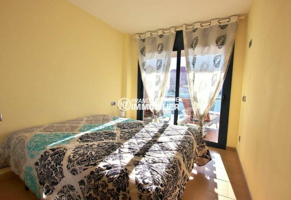 agence immobiliere costa brava: appartement ref.3867, première chambre (parentale) avec accès terrasse