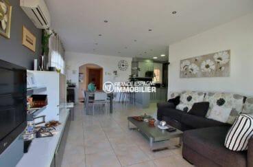 agence immo empuriabrava: villa avec vaste séjour / salle à manger, ref.3875