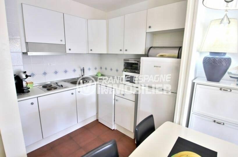 cuisine aménagée avec nombreux rangements | appartement ref.3873