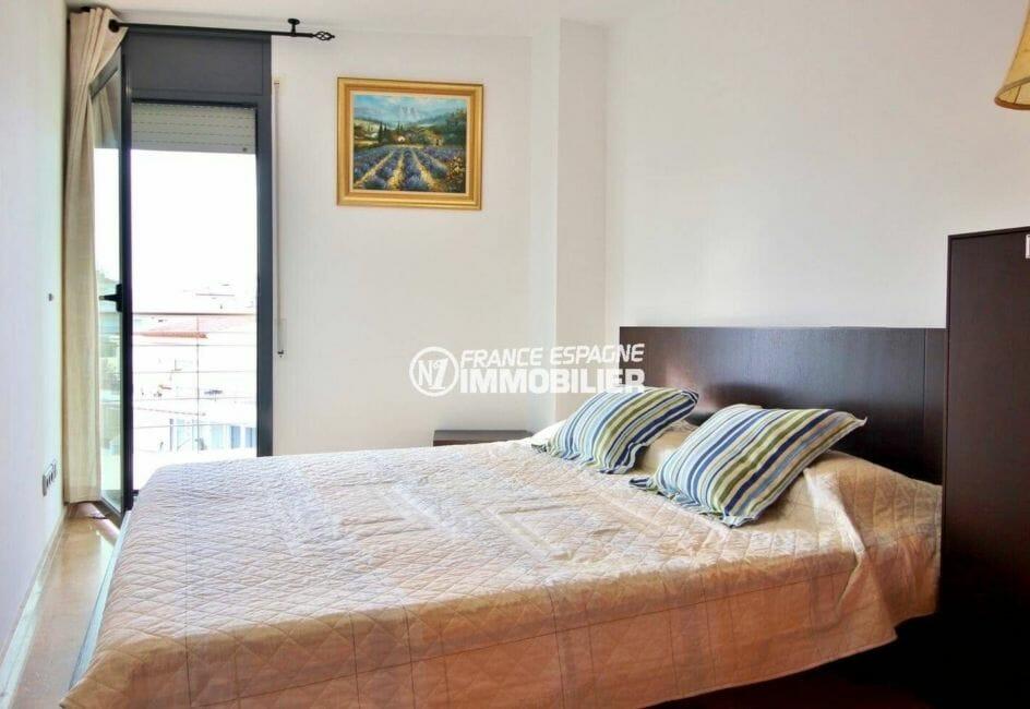 première chambre double accès terrasse   immobilier roses, ref.3869