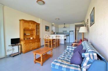 agence immobiliere roses espagne: appartement première ligne mer avec grand séjour / salle à manger