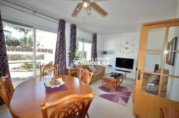 agence immobilière costa brava: villa avec grande salle à manger / séjour, accès jardin