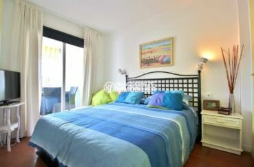 immobilier roses espagne: chambre à coucher, appartement ref.3873