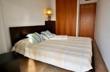première chambre avec lit double et placards intégrés   ref.3869