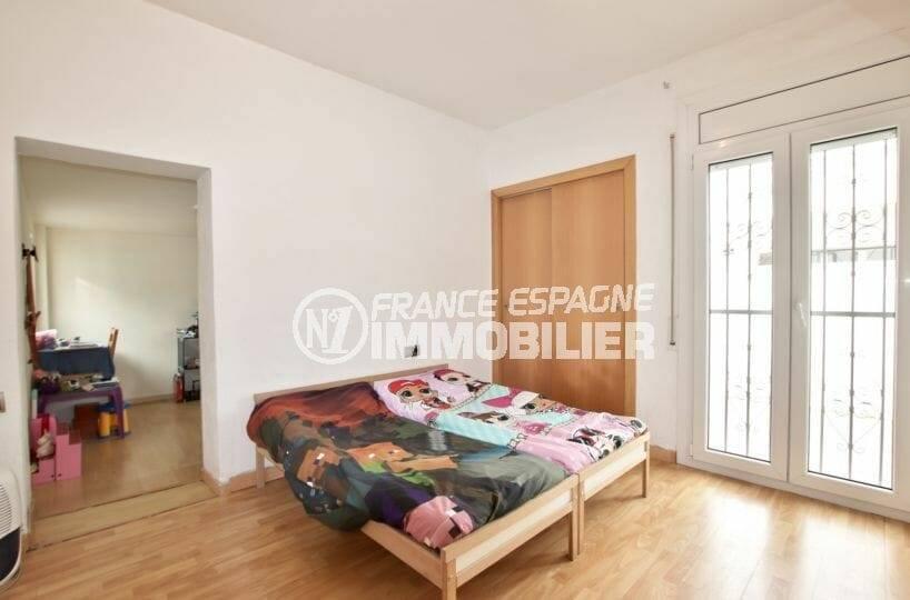 vente villa empuriabrava, seconde chambre avec accès salle de jeux | ref.3879