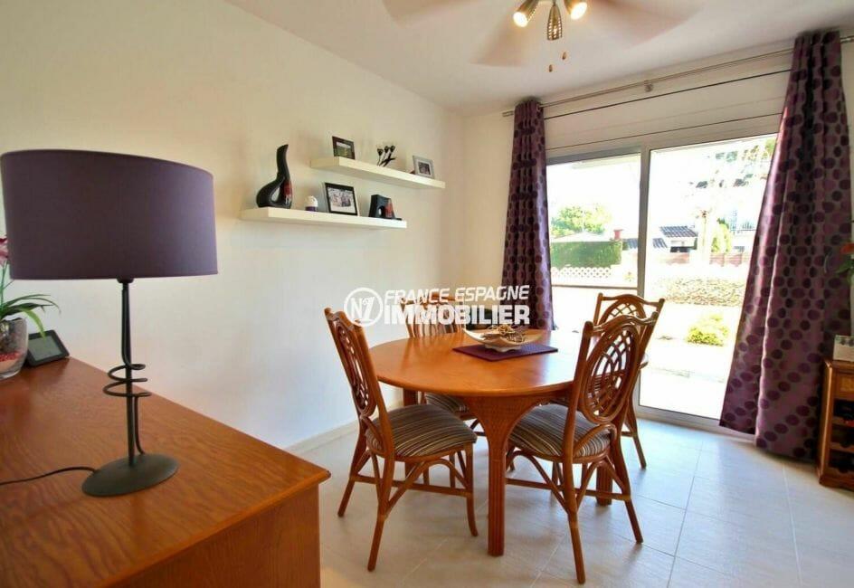 empuriabrava immobilier: villa avec grand séjour / salle à manger accès jardin