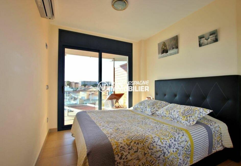 appartement à vendre à rosas espagne, ref.3868, première chambre lumineuse accès terrasse
