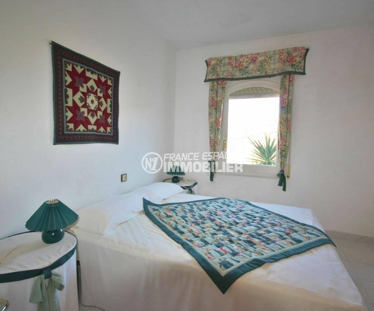 seconde chambre grand lit | villa ref.3871