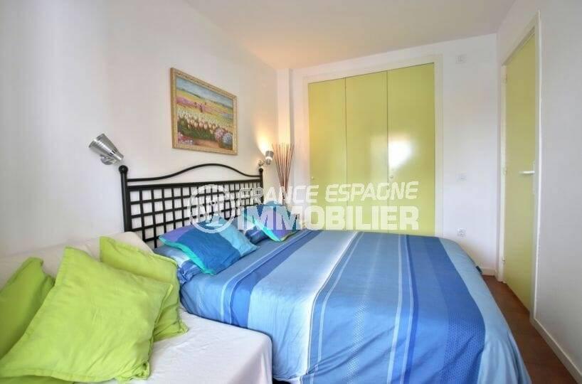 appartement ref.3873, chambe à coucher avec grande penderie intégrée