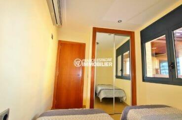 appartement rosas vente, ref.3867, penderie intégrée de la seconde chambre