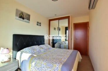 appartement rosas vente, ref.3868, première chambre avec lit double et placards
