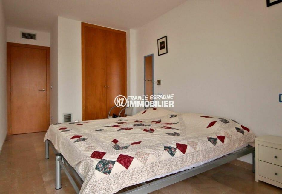 agence immobiliere roses : seconde chambre lit double et penderie intégrée   ref.3869
