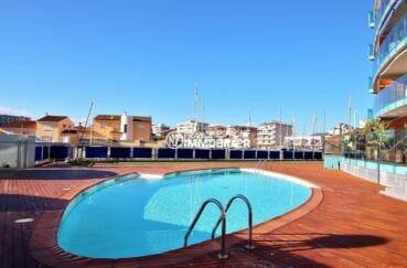 vente immobilier rosas espagne: appartement ref.3867, piscine de la résidence avec la marina derrière