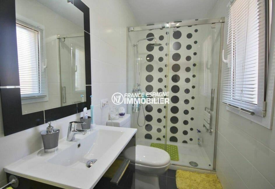 vente villa empuriabrava,  137 m², salle d'eau de la suite parentale