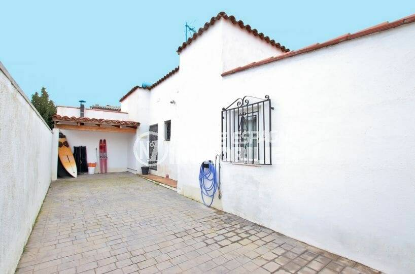maison a vendre espagne costa brava, dans secteur résidentiel calme | ref.3879