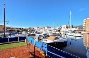 ventes immobilieres rosas espagne: appartement ref.3867, vue sur la marina depuis les bords de la piscine
