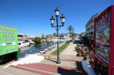 commerces et restaurants proches du canal principal d'empuria brava
