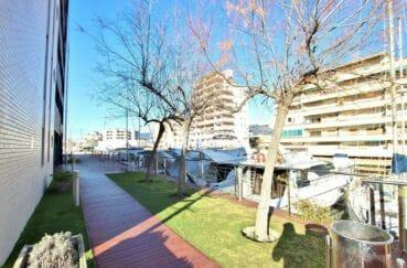 appartement costa brava, ref.3867, accès à la marina depuis la résidence