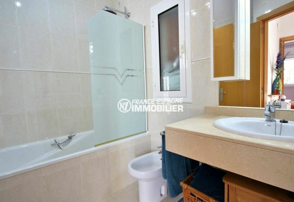 achat villa empuriabrava, 137 m², seconde salle de bains avec baignoire et bidet