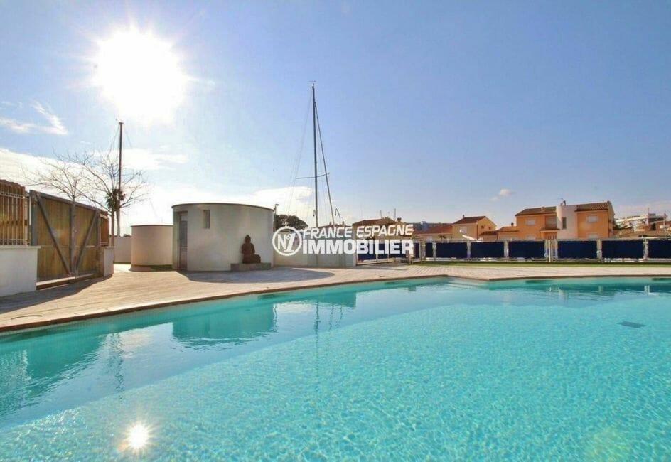appartement costa brava, ref.3868, vue plongeante sur la piscine accès au canal direct
