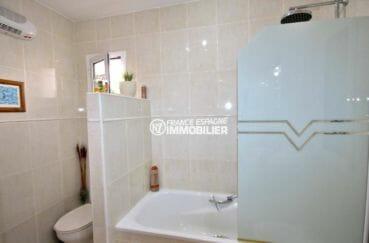 agence immobilière espagne costa brava: villa 137 m² , seconde salle de bains avec toilettes