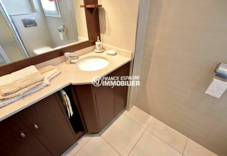 empuriabrava immobilier: villa ref.3875, salle d'eau de la troisième chambre