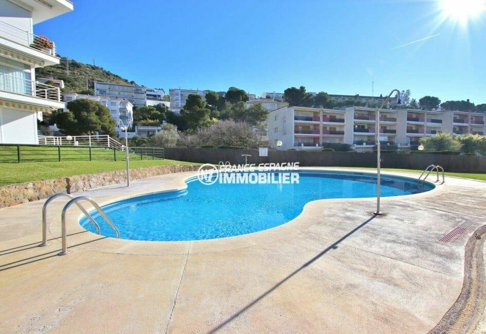 appartement costa brava, à 30 m de la plage de rosas, avec piscine dans la résidence