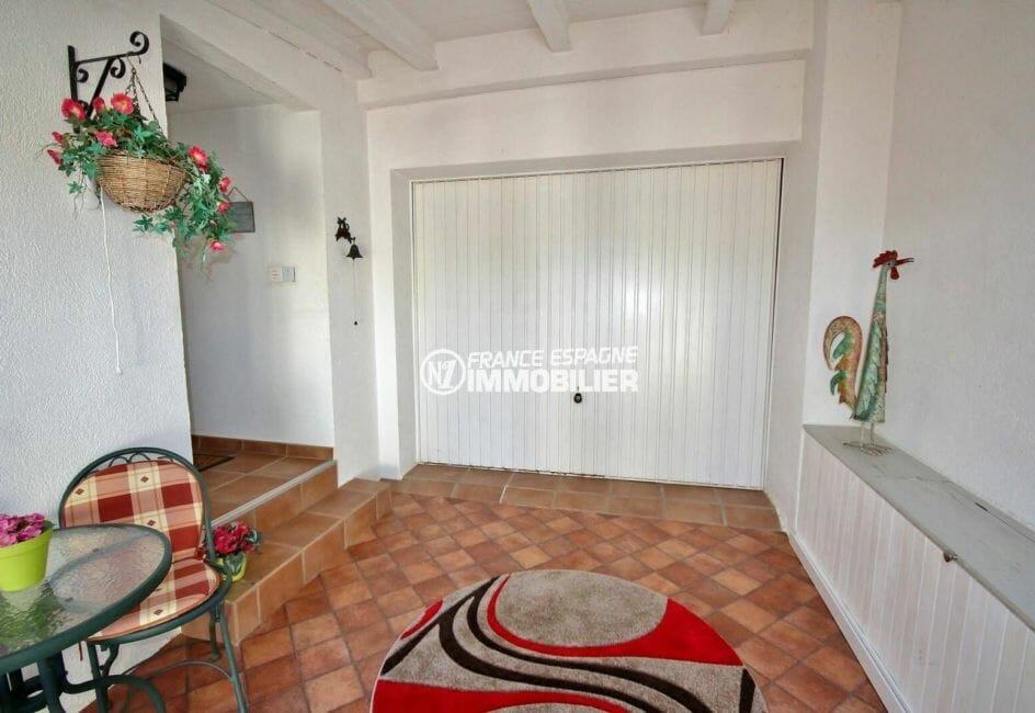 immo costa brava: villa ref.3883, entrée du garage depuis l'extérieur