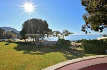 la costa brava: appartement avec vue mer, à 30 m de la plage et piscine commune