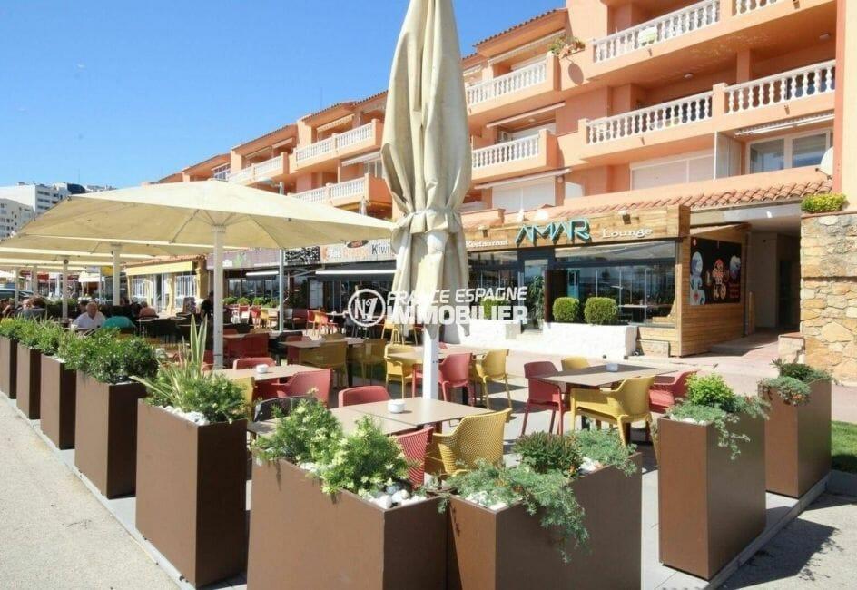 restaurants et commerces aux abords de la plage d'empuriabrava
