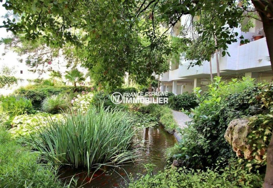 appartement roses, ref.3873, jardin paysagé de la résidence