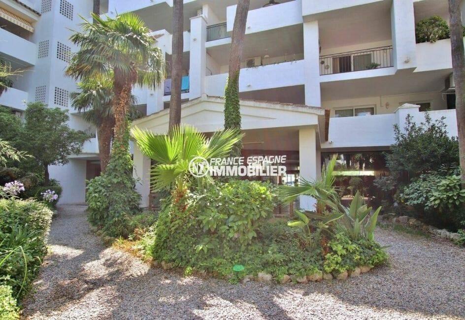 appartement ref.3873, entrée de l'immeuble dans la résidence